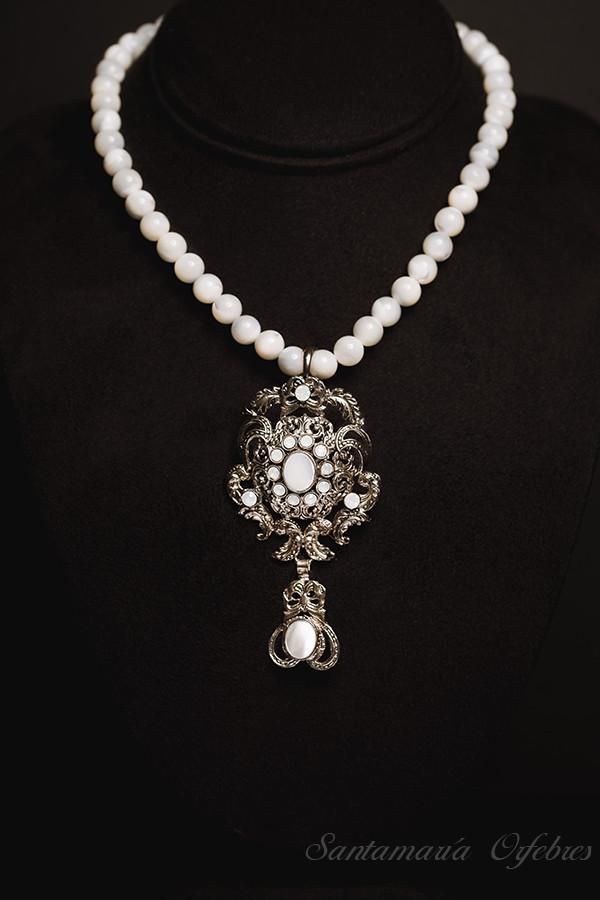 Pendentif Bizantino con collar de Nácar.