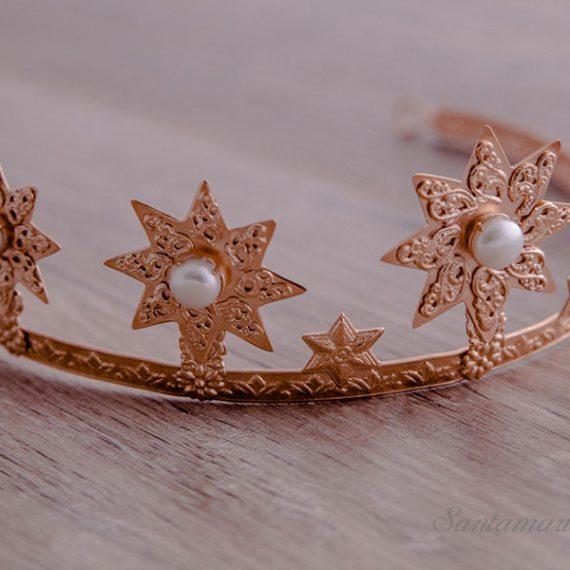Reinas y Damas. Coronas - Diademas - Tiaras.